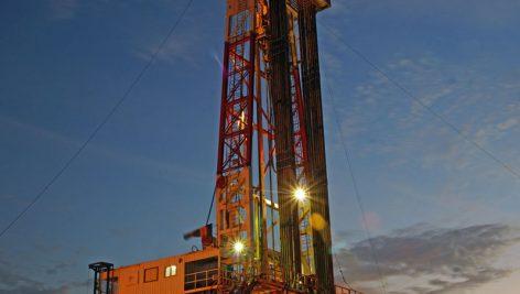 بررسی تاثیر افزودنیهای دوغاب سیمان در سیمانکاری چاههای نفت و گاز
