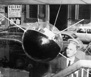تاریخچه مختصری از ماهواره ها