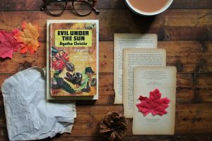 Download Evil Under the Sun by Agatha Christie
